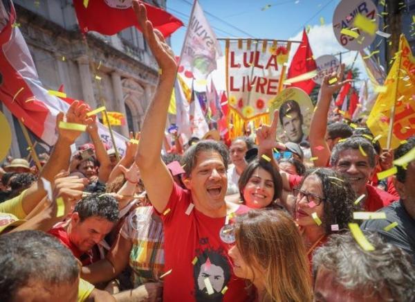 Haddad cola em imagem de Lula no Nordeste e critica troca de ataques entre adversários