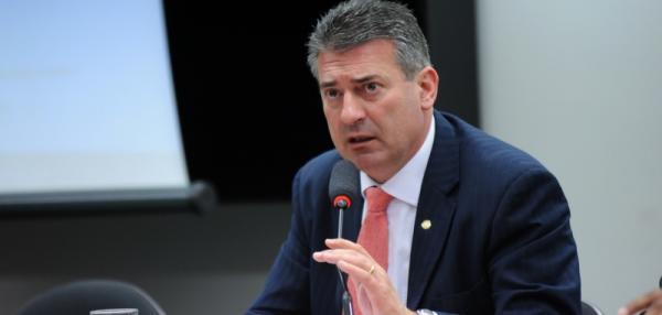 Mariani anuncia apoio a Henrique Meirelles