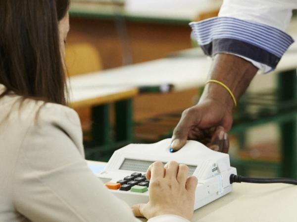 Eleitores que tiveram biometria importada do IGP pelo TRE-SC validarão digital no dia do pleito