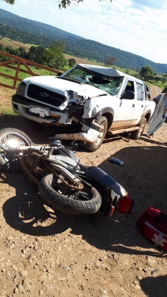 Motociclista ferido em colisão com caminhoneta no interior de Itapiranga