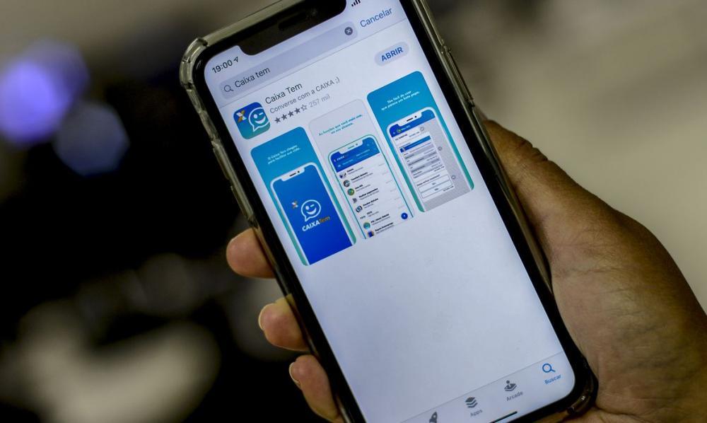 Beneficiários do auxílio emergencial podem pagar compras via celular