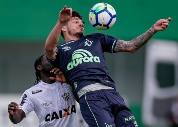 Chapecoense vence o Galo com gol nos descontos e sai do Z4
