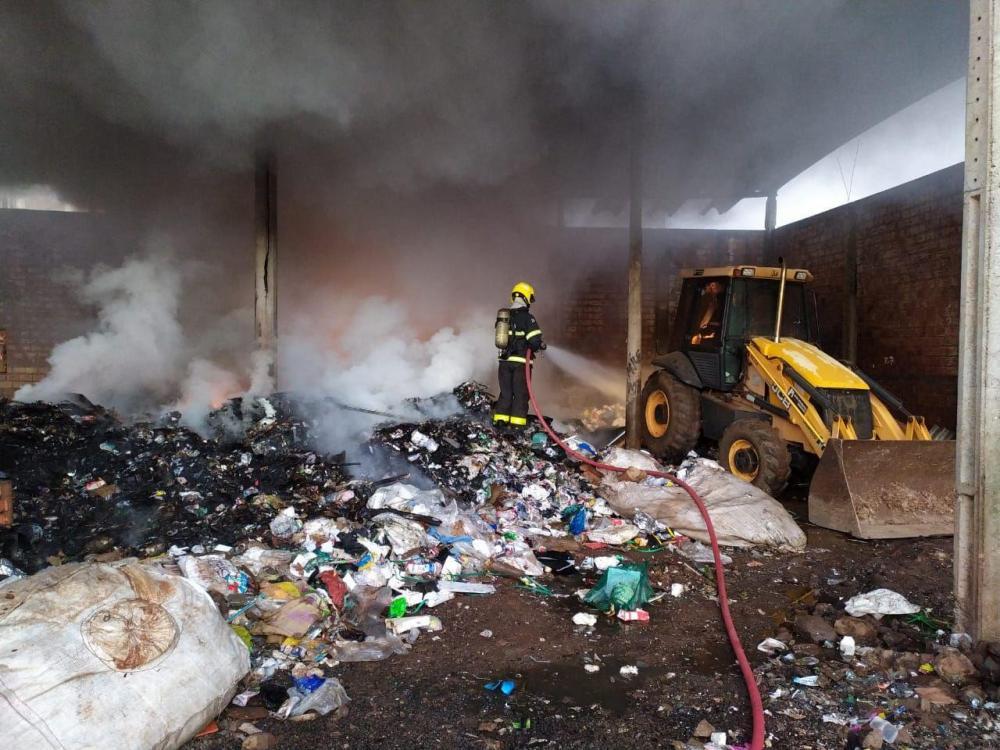 Incêndio atinge sede da Associação de Catadores de Chapecó