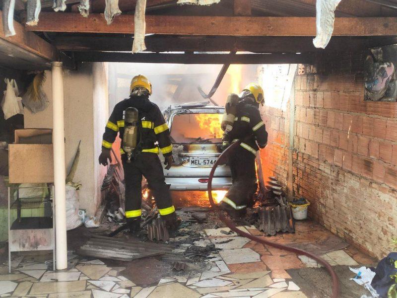 Homem incendeia carro e casa da ex-esposa em Chapecó