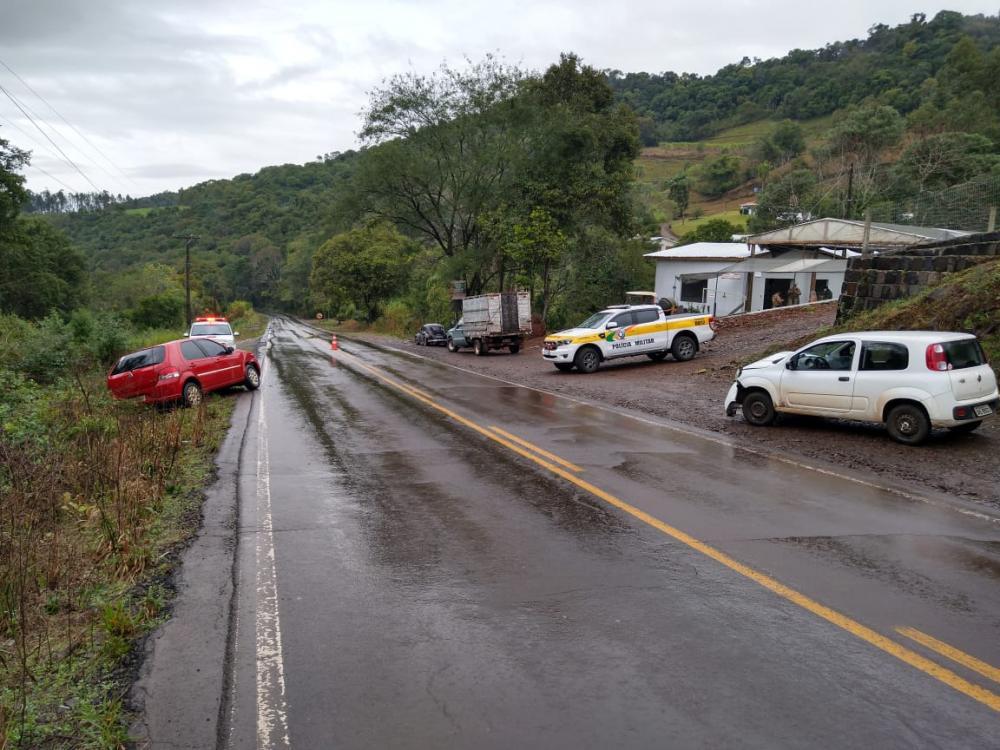 Veículos colidem na SC-160 em Saudades