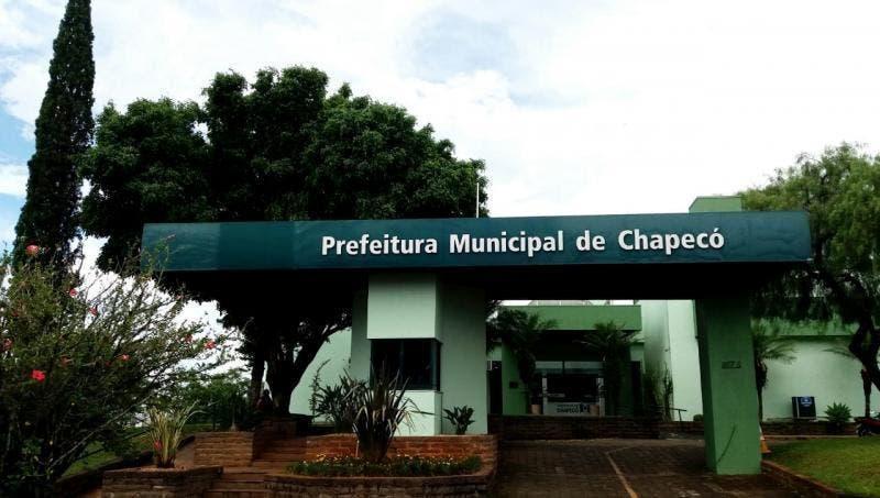 Justiça bloqueia R$ 877 mil de secretário e ex-servidores da Prefeitura de Chapecó