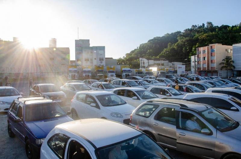 Igreja promove culto com fiéis dentro do carro em Blumenau