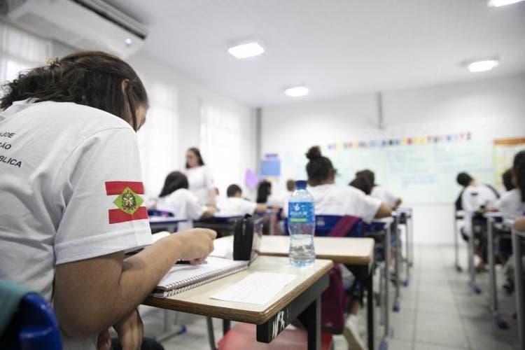Retomada de aulas presenciais nas escolas de SC pode ser dividida em grupos