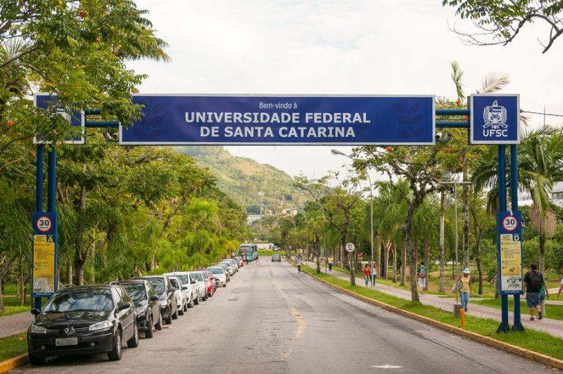 Professores fazem manifesto pela volta às aulas na UFSC