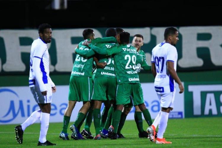 Chapecoense vence o Avaí por 2 a 0 na volta do Campeonato Catarinense