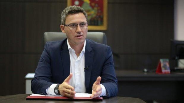 Secretário Lucas Esmeraldino testa positivo para a Covid-19