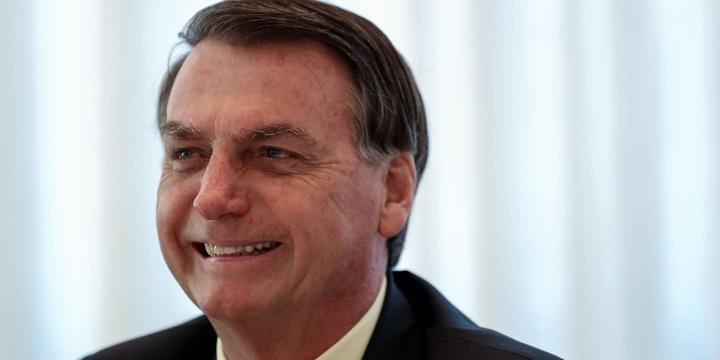 Bolsonaro promete anúncio de novo ministro da Educação nesta sexta (10)