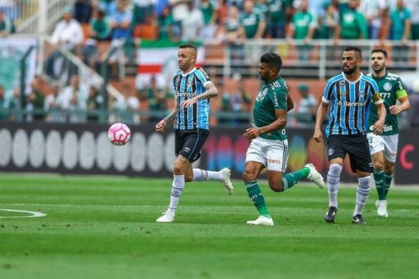 Grêmio é dominado pelo Palmeiras e perde por 2 a 0