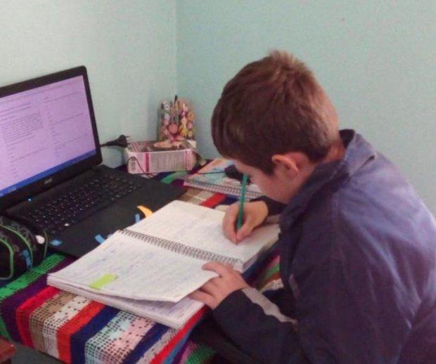 Atendimento aos estudantes com atividades não presenciais alcança 97% da rede estadual de ensino
