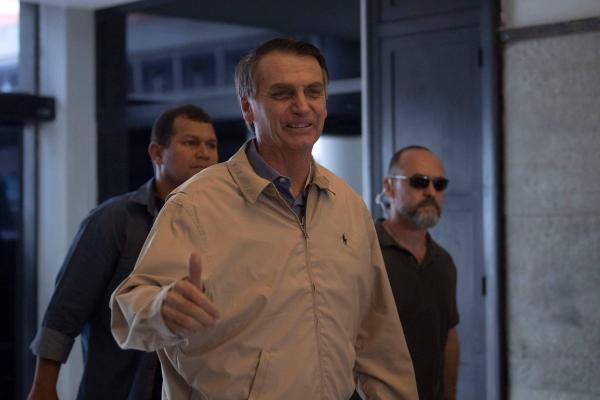 Bolsonaro passa por avaliação, e médico diz que participação em debate depende do candidato