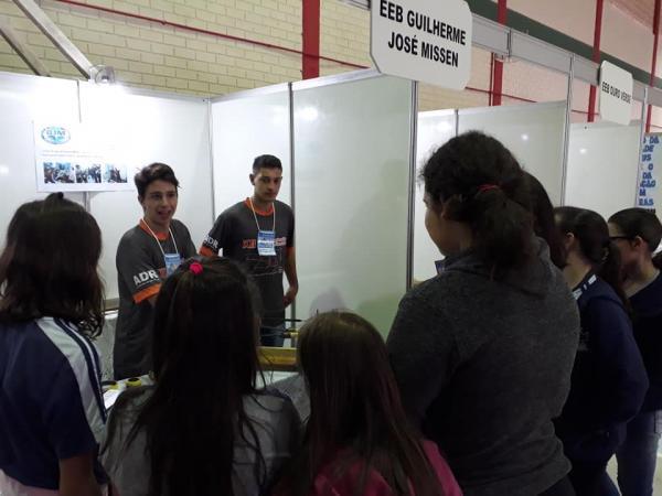 Colégio São Miguel sedia Feira Regional de Ciências e Tecnologia em São Miguel do Oeste