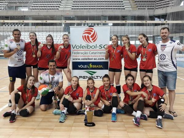 ADG é eleita três vezes a melhor equipe de vôlei de Santa Catarina em três categorias