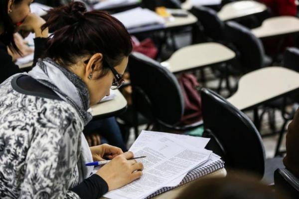 Concursos e seleções de temporários oferecem salários de até R$ 16 mil, em SC