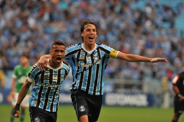 Grêmio vence a Chapecoense e se mantém no G4