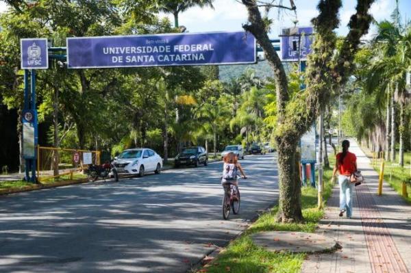 UFSC abre concurso público com 66 vagas para área administrativa