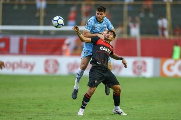 Em jogo fraco, Grêmio empata sem gols com o Vitória