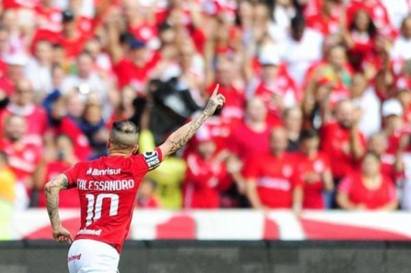 Maradona quer contratar D'Alessandro para time do México, diz TV