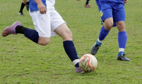 Jovem têm costela quebrada em partida de futebol no interior de Bandeirante