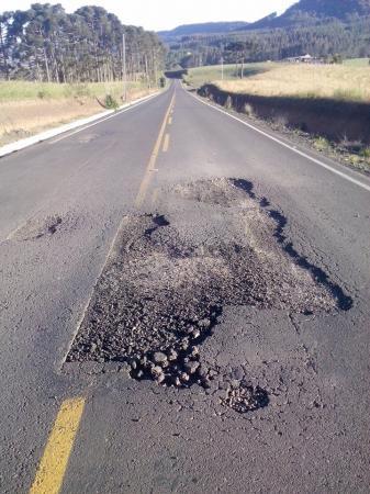 Construtora faz estrada de má qualidade e tem R$ 1 milhão bloqueado