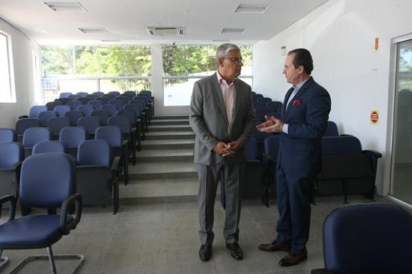 Governador inaugura Casa do Jornalista, sede das futuras instalações do Memorial da Imprensa Catarinense