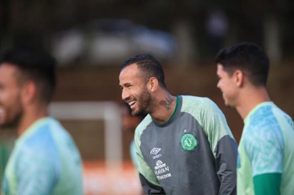 Chapecoense encerra negociações com Leandro Pereira