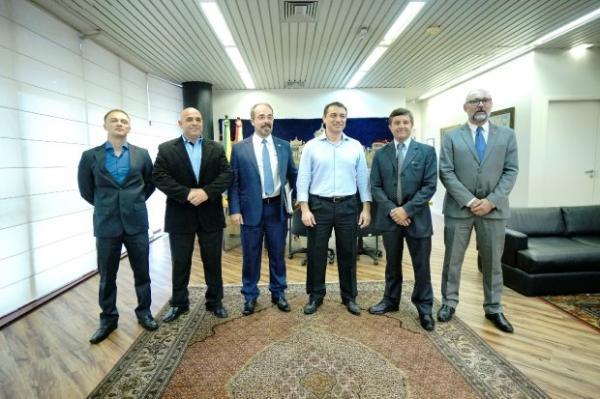 Governador recebe visita dos representantes das associações de oficiais e praças de Santa Catarina
