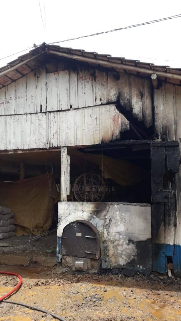 Aviário é parcialmente destruído por incêndio no interior de Itapiranga