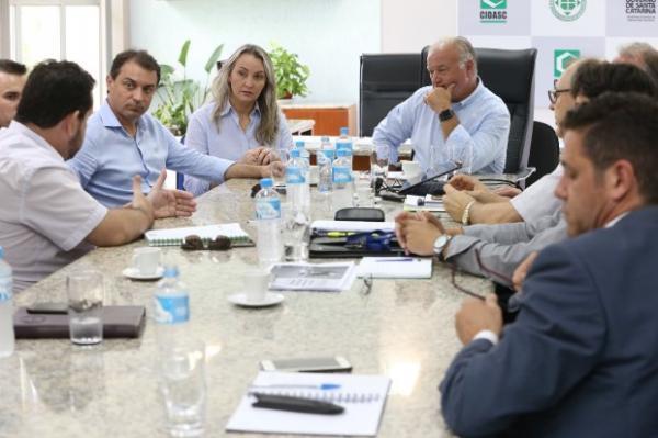 Moisés e Daniela visitam secretarias da Agricultura e Pesca e da Infraestrutura