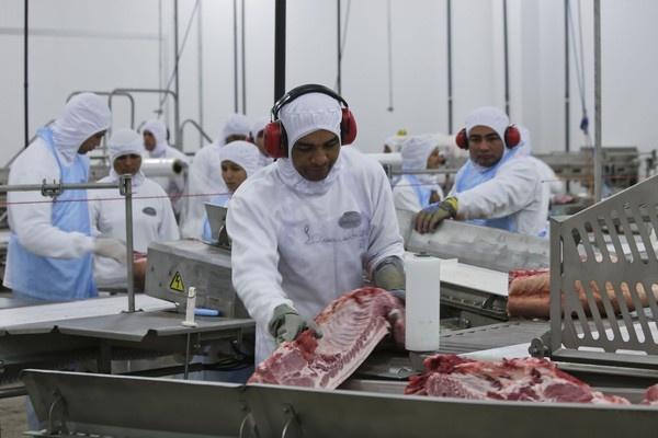 SC tem alta nas exportações de carne de frango e suína