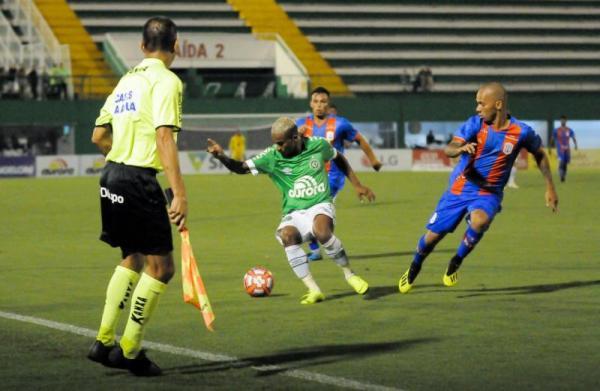 Chapecoense vence o Marcílio Dias com gol no último minuto