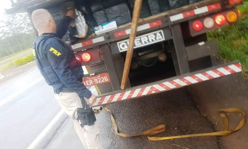 PRF apreende 400 mil maços de cigarros contrabandeados avaliados em R$ 2 milhões em São Miguel do Oeste