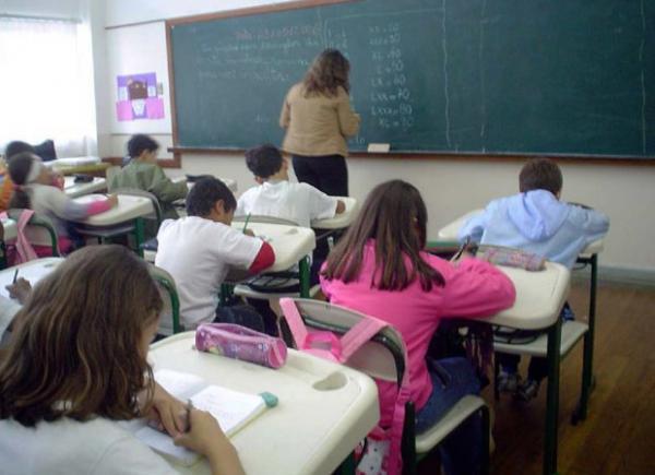 Governo de Santa Catarina anuncia pagamento do piso para professores em janeiro
