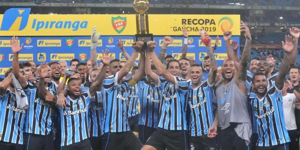 Grêmio atropela o Avenida por 6 a 0 e vence a Recopa Gaúcha