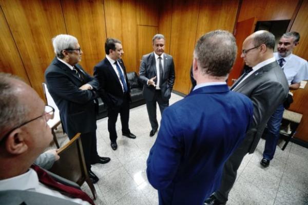 Preocupado com a crise econômica em Santa Catarina, governador vai a Brasília em busca de soluções