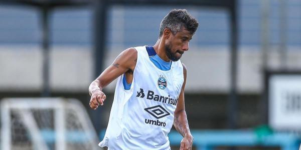 Léo Moura não treina e está fora do jogo contra o Veranópolis
