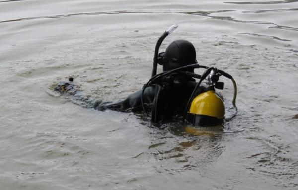 Bombeiros fazem buscas por jovem desaparecido no Rio Peperi-Guaçu em Paraíso