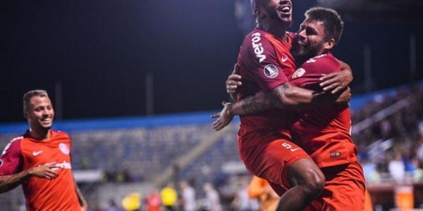 Rafael Sobis sai do banco e garante vitória do Inter na estreia da Libertadores