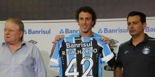 Galhardo chega a Porto Alegre para fazer exames e assinar contrato com o Grêmio