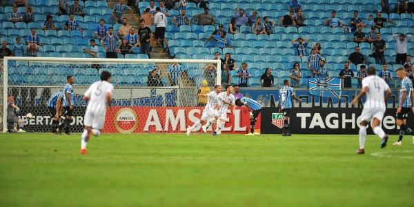 Grêmio joga mal e perde para o Libertad na Arena