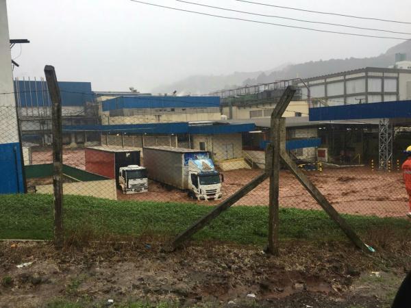 Após forte chuva, rio transborda e causa transtornos em Seara