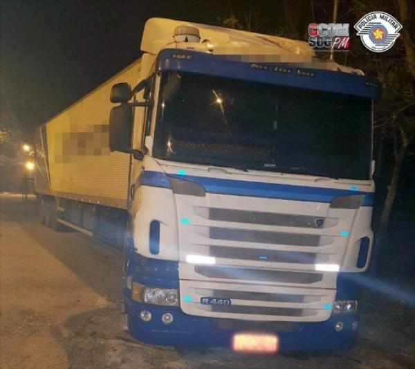Carreta de empresa de Xaxim é flagrada transportando mais de uma tonelada de maconha