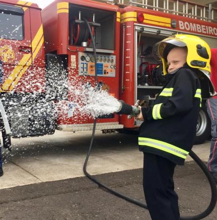 Do sonho para a realidade: futuro bombeiro tem encontro especial com a corporação em São Miguel do Oeste