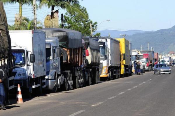 Governo monitora possível mobilização de caminhoneiros para nova greve