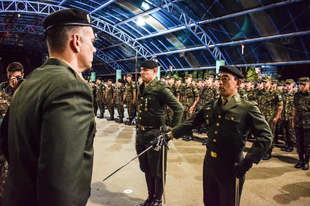 14º RC/Mec encerra comemorações alusivas aos 371 anos do Exército com solenidade militar na praça