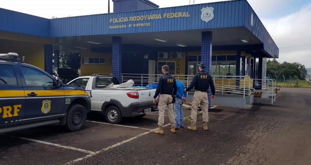 Motorista é preso com mais de 7 mil maços de cigarros contrabandeados em Cunha Porã